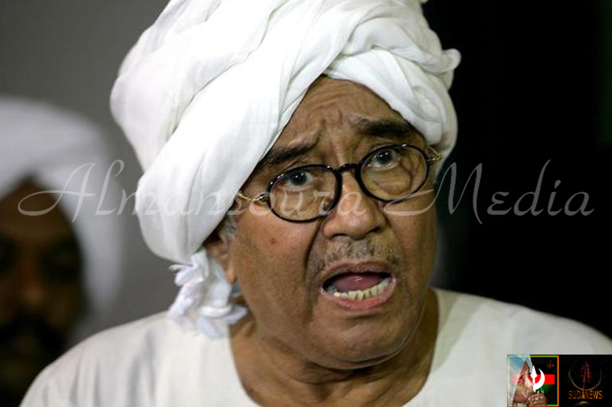 Farouk Abu Issa, spokesman for Sudan's coalition of opposition groups the National Concensus Forces (NCF), briefs reporters in Khartoum late on April 17, 2010 ©Ashraf Shazly - AFP/File