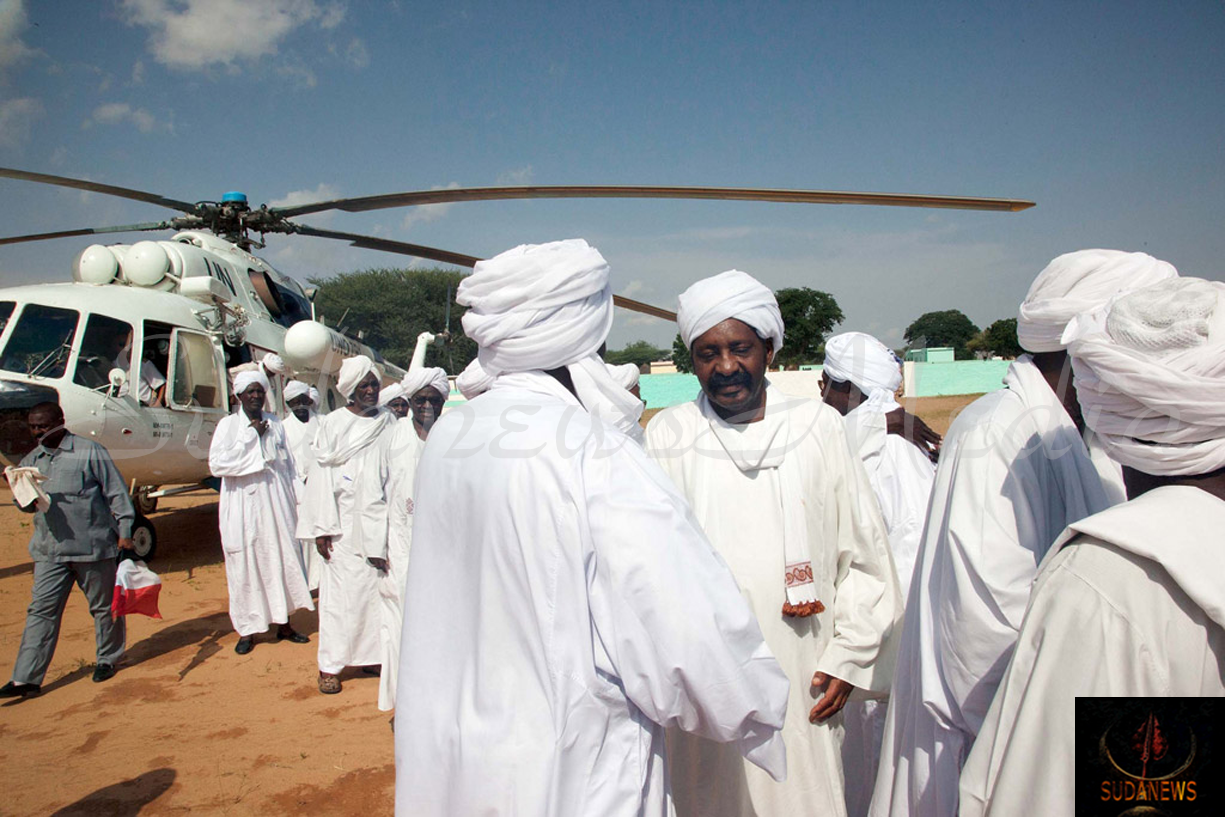 In August 2013, UNAMID provided logistical support by transporting representatives of Rezeigat and Ma'alia tribes to Al Tawisha, North Darfur, to participate in the signing of an agreement to cease hostilities in East Darfur. Photo: UNAMID/Hamid Abdulsalam